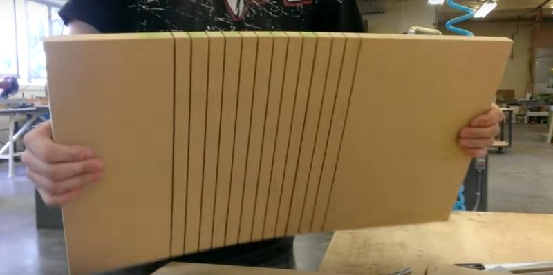 Толстый фанерный лист с прорезами