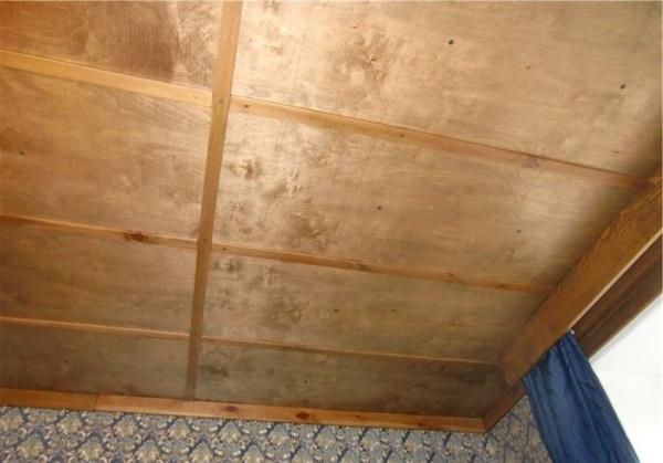 Готовый потолок из фанеры